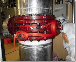 水漏れが見つかり仮補修された配管=7日、福島第一原発5号機原子炉建屋