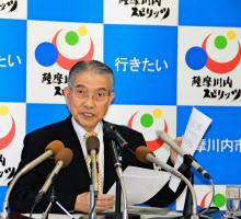 記者会見で再稼働同意を表明する薩摩川内市の岩切秀雄市長