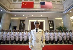 7月23日、米国は中国に米国流の戦争の仕方を教える一方で、同国との武力衝突へと急速に近づきつつある。北京の中国人民解放軍海軍の本部で昨年7月代表撮影(2015年 ロイター)