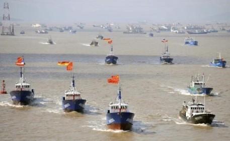 尖閣周辺に約230隻の中国漁船、武装した海警船も